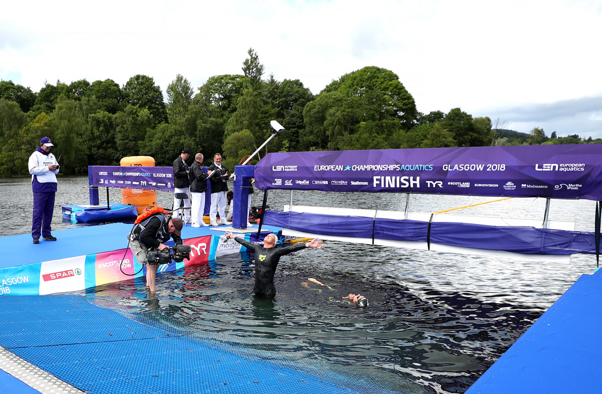 The Netherlands Sharon van Rouwendaal held off the challenge of Italy's Giulia Gabrielleschi in the 10km open water event in Loch Lomond to complete a gold medal double ©Getty Images
