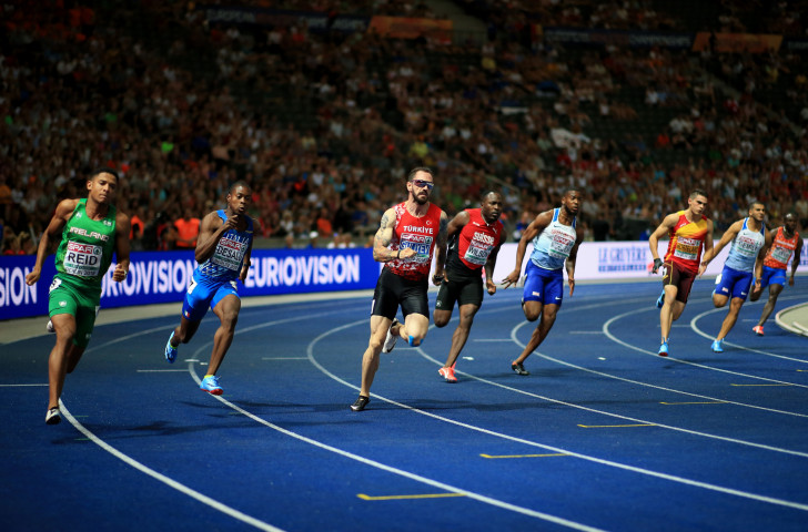Ramil Guliyev of Turkey, centre, hits the finishing straight first en route to a 200m win in a Championship record ©Getty Images