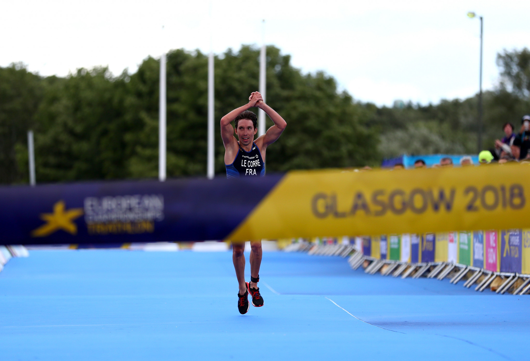 Le Corre clinches men's European Championships triathlon title as Alarza charges to second