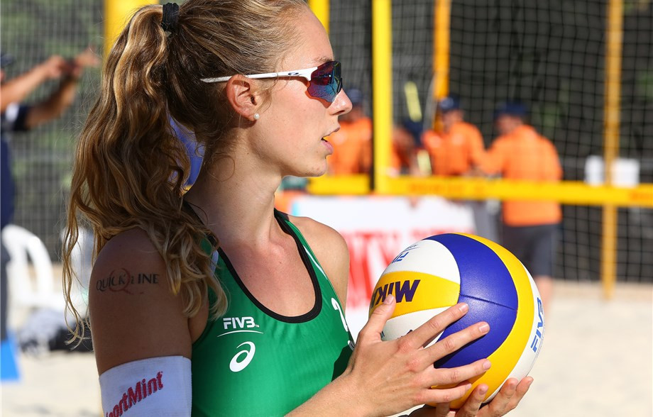 Tanja Huberli and Nina Betschart from Switzerland beat the European champions Madelein Meppelink and Sanne Keizer from the Netherlands in the women's draw today ©FIVB