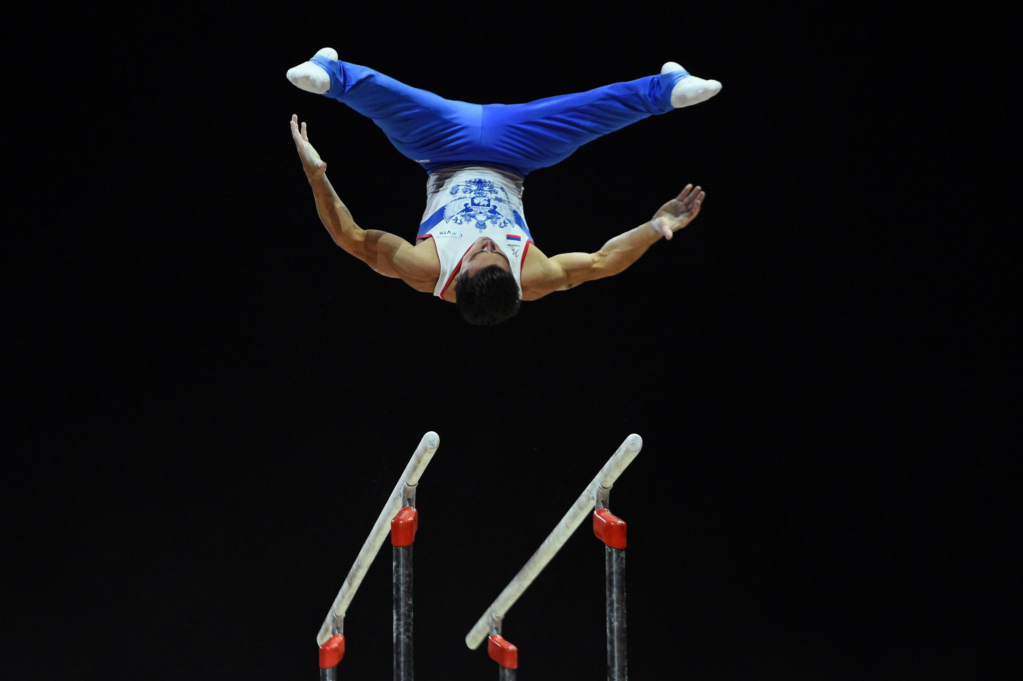 Before going onto clinch the men's parallel bars title ©Getty Images
