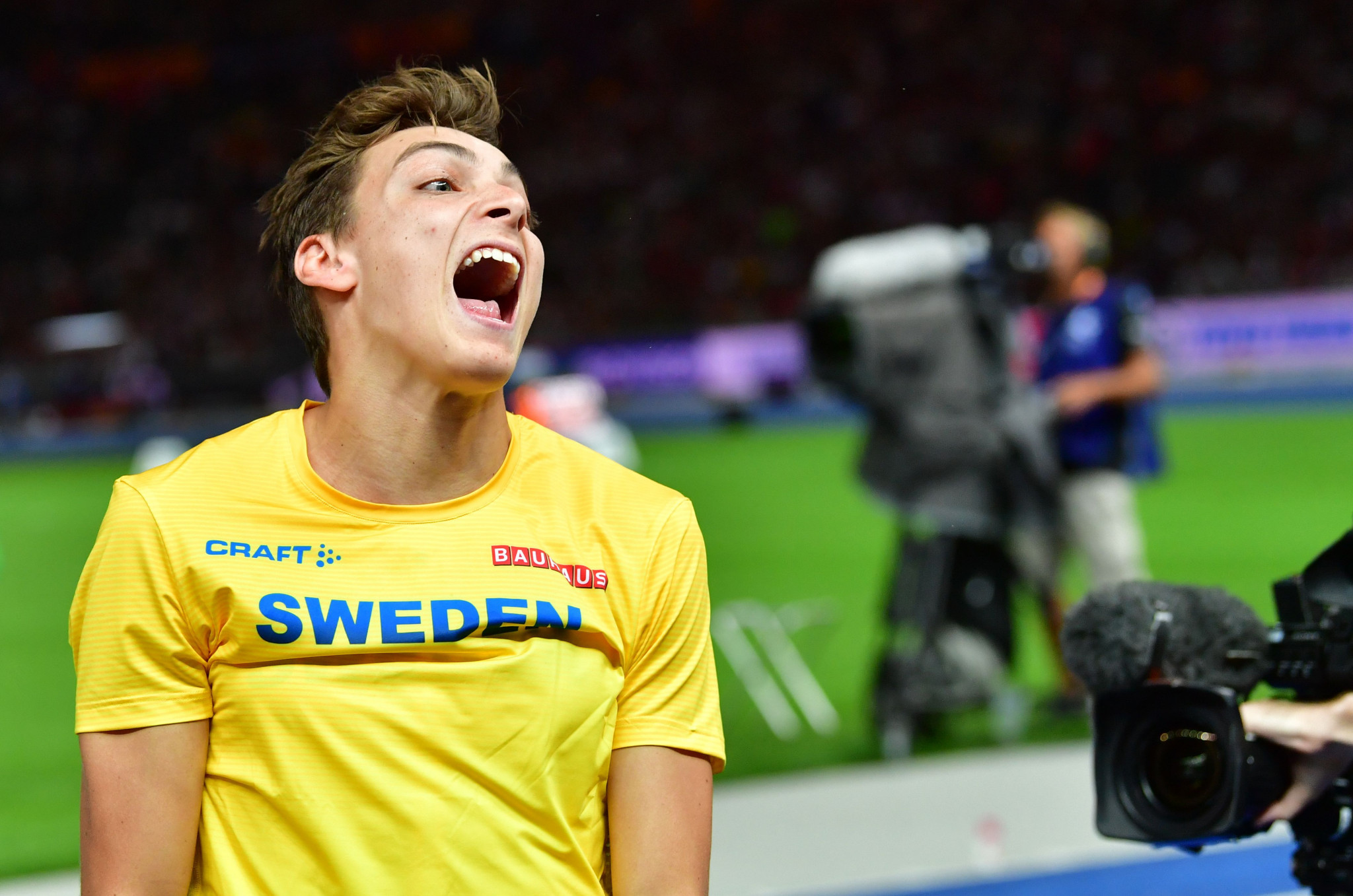 Eighteen-year-old Armand Duplantis celebrates an etraordinary victory in the pole vault ©Getty Images