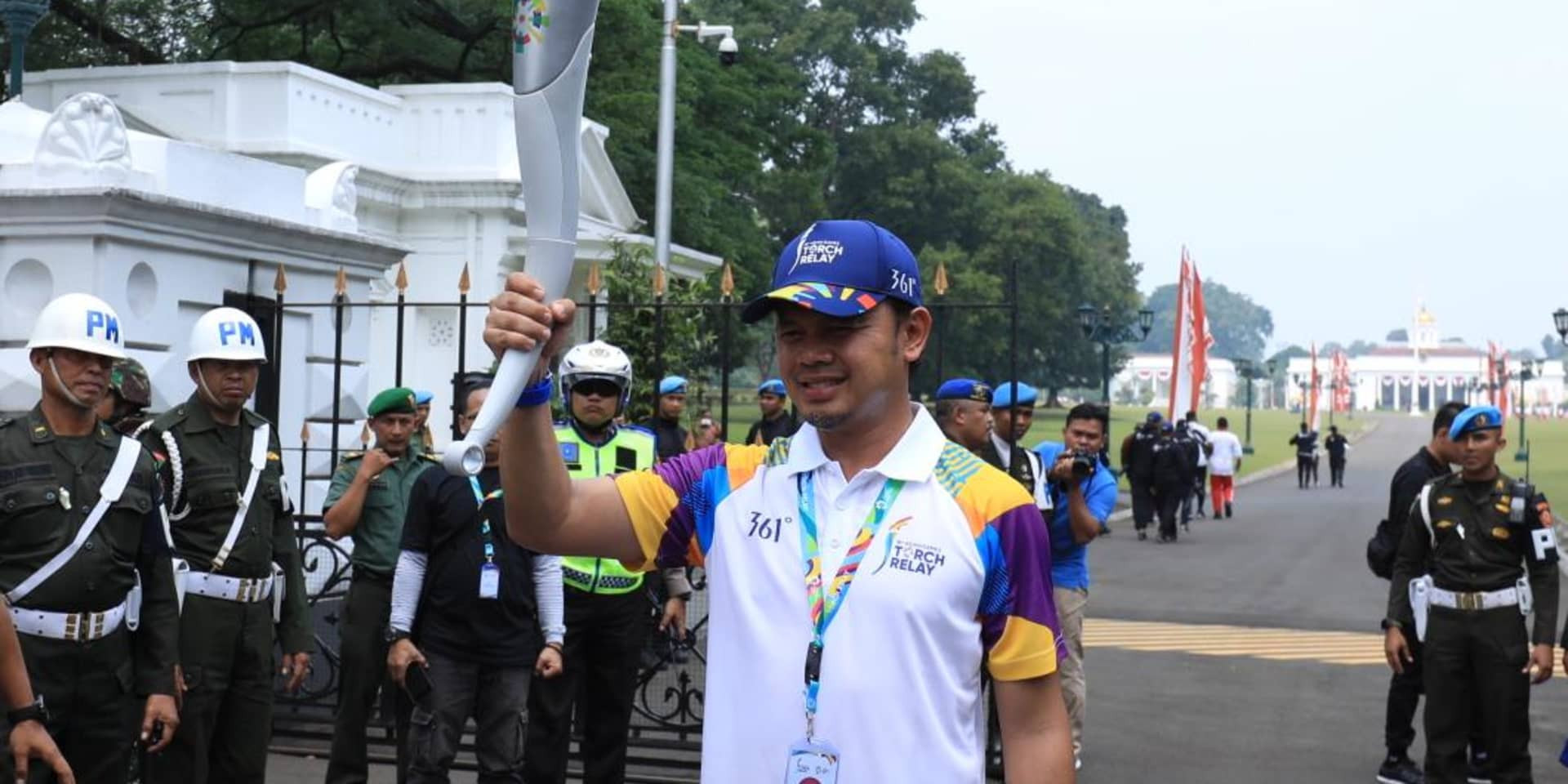 Asian Games Torch Relay continues with journey from Cianjur to Cipanas