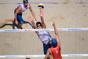 Poland's Michal Bryl, centre, pictured during a defeat of Spaniish pair Adrian Gavra, right, and Pablo Herrera ©FIVB