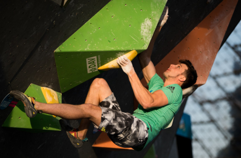 Leaders Nonaka and Kruder through to semi-finals at IFSC Bouldering World Cup decider