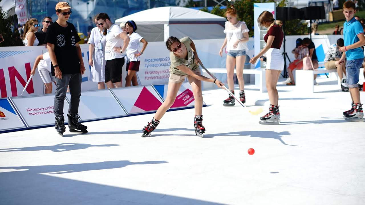 An ice rink was set up at the VK Fest, where visitors could try sports including ice hockey and curling ©Krasnoyarsk 2019
