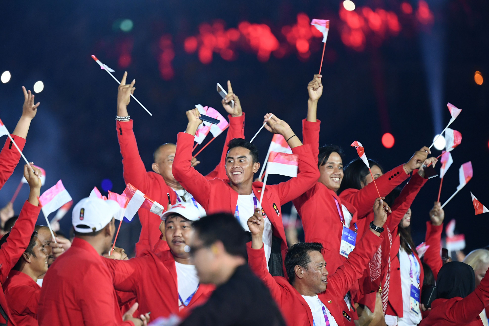 Hosts Indonesia arrived into the stadium to huge cheers, chanting and red and white lights ©Getty Images