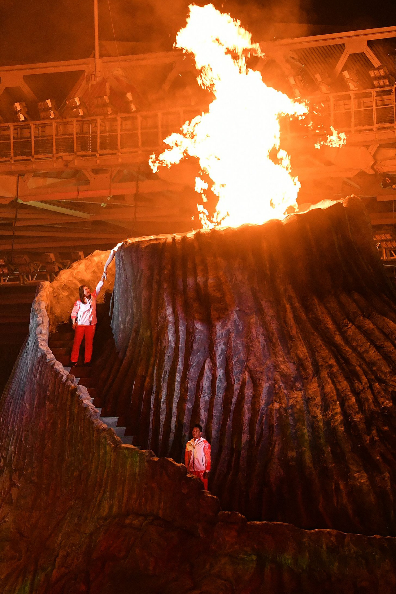 The cauldron, which was made to look like a volcano built into the stage, was lit by former Indonesian badminton star Susi Susanti, a two-time Asian Games bronze medallist ©Getty Images