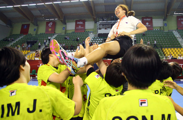 South Korea celebrate with their coach after winning bronze in the Women's Youth World Handball Championship ©IHF