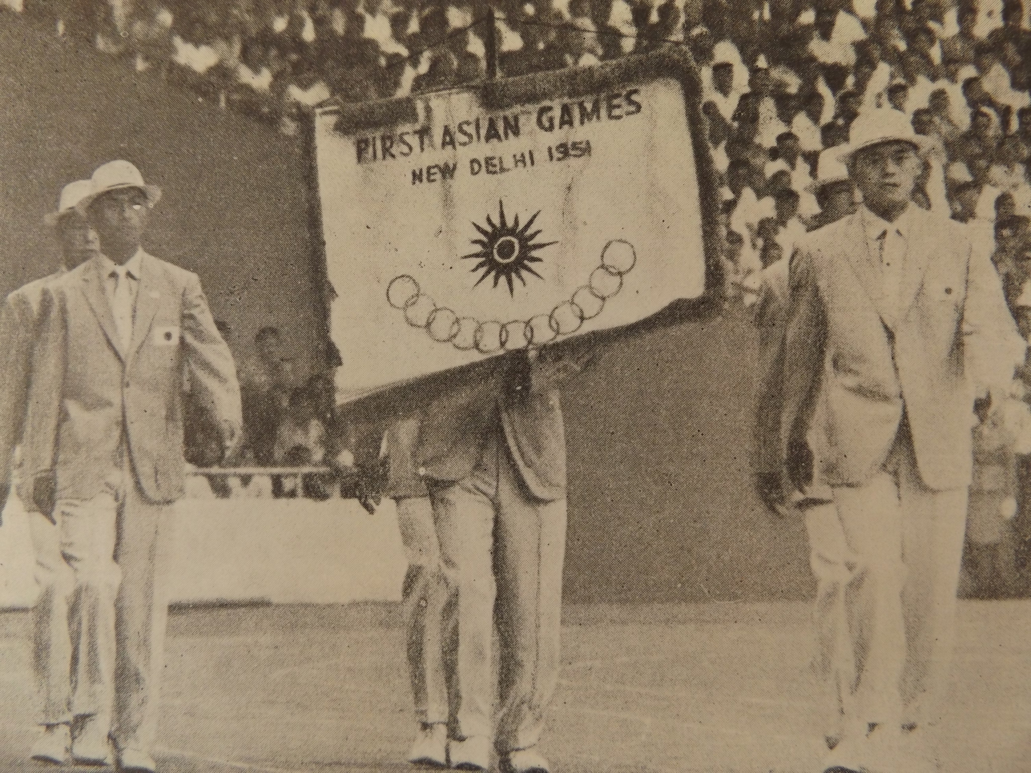 A group from Japan march in the official Asian Games from the first edition  of the 8404a1a82