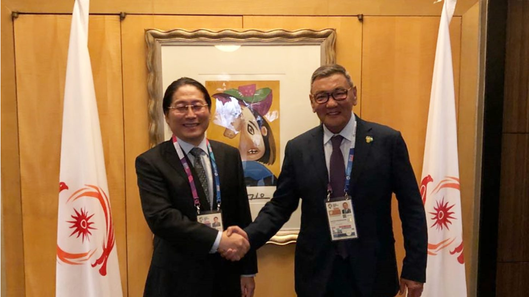 AIBA Interim President Gafur Rakhimov, right, has met with First Commitment International Trade chair Wu Di at the 2018 Asian Games in Jakarta and Palembang ©AIBA