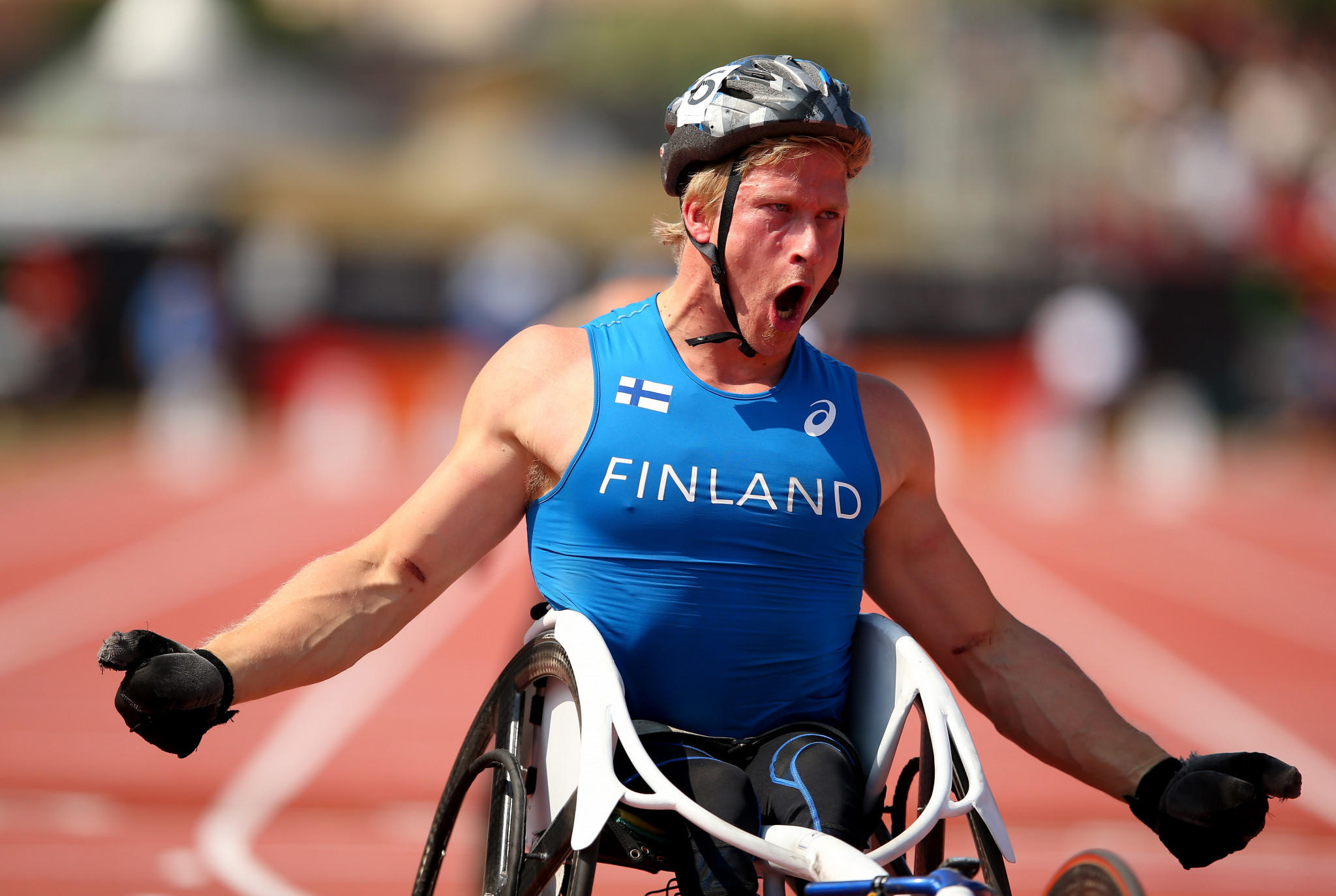 Finland's five-time Paralympic champion Leo Pekka Tahti powered home to gold in the 100m T54 ©Getty Images