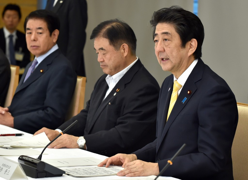 Hakubun Shimomura (left) looks on as Shinzo Abe (right) speaks about the National Stadium plans earlier this summer ©AFP/Getty Images