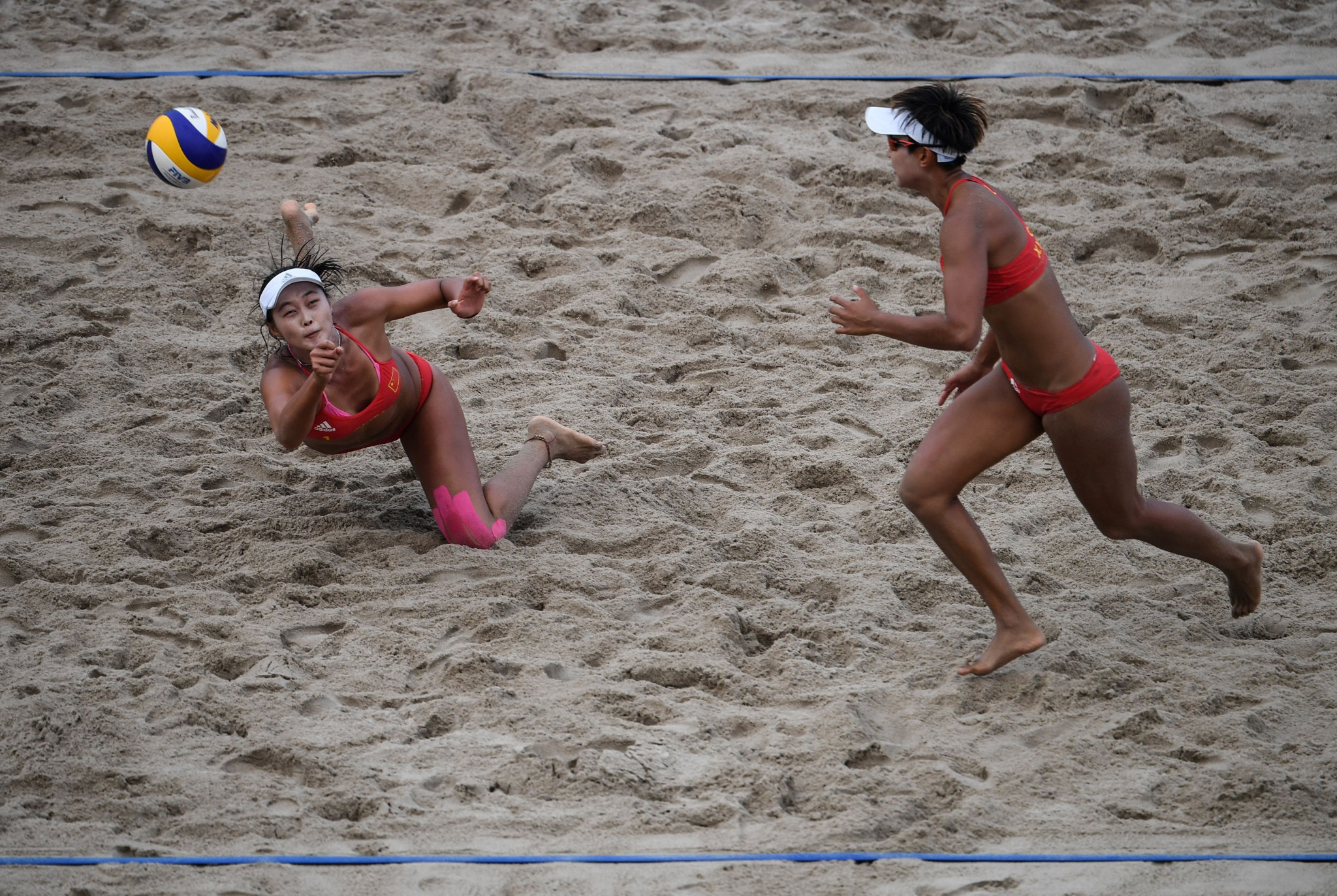 China's Fan Wang and Xinyi Xia won gold in the women's beach volleyball, beating Miki Ishii and Megumi Murakami from Japan ©Getty Images