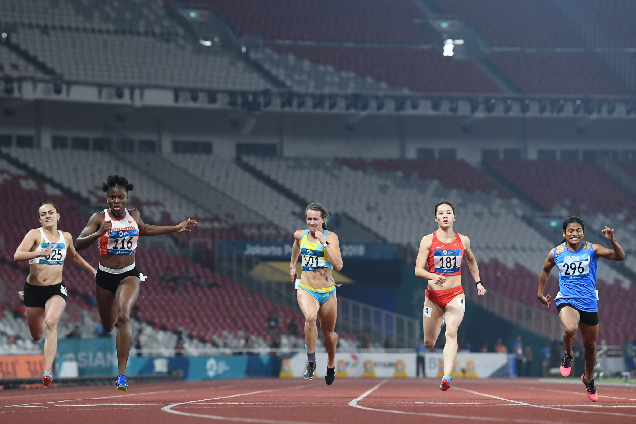 Edidiong Odiong beat Dutee Chand for the second time in three days tonight, to win the women's 200 metres ©Getty Images