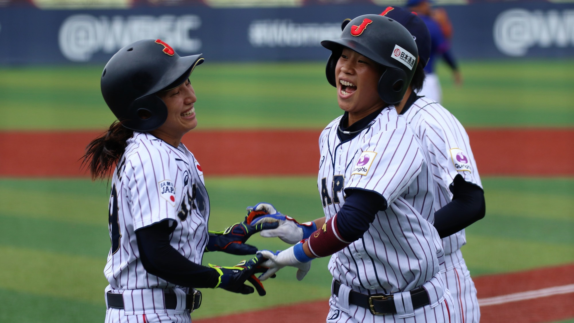 Japan celebrate as they qualified for the final ©WBSC