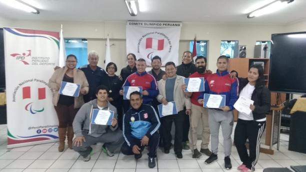Eight people passed a powerlifting course in Peru ©IPC