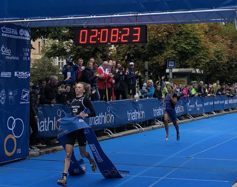 Vendula Frintova won in front of a home crowd ©ITU