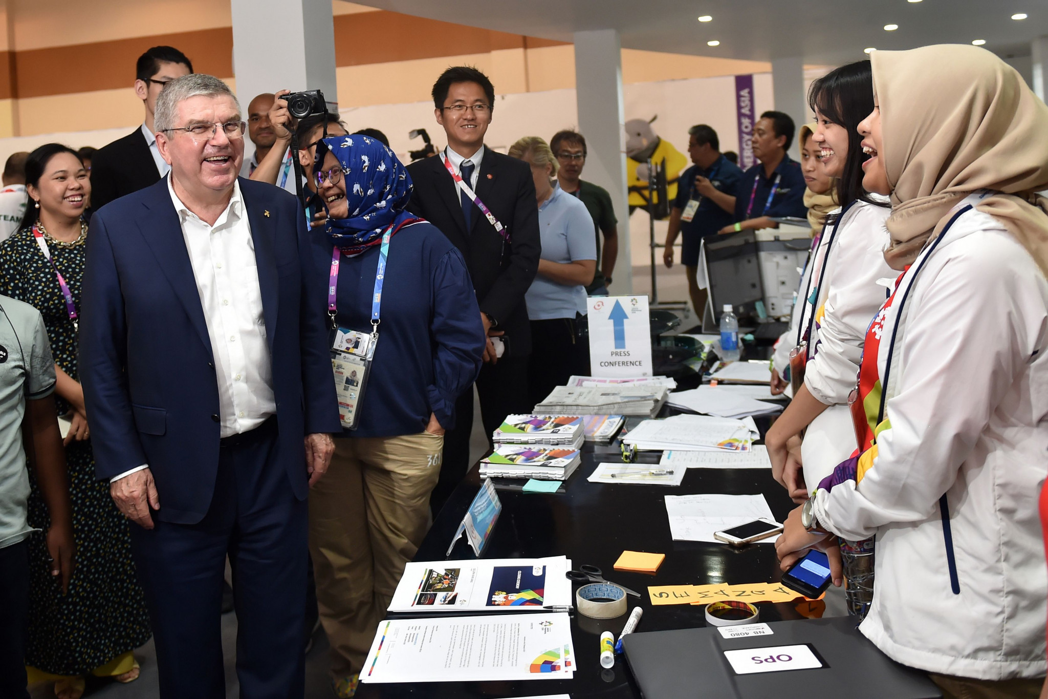 International Olympic Committee President Thomas paid a visit to the Main Press Centre before attending the Closing Ceremony ©Getty Images