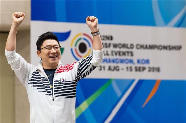 Jin makes astonishing comeback to defend world 10m air pistol title at ISSF World Championships