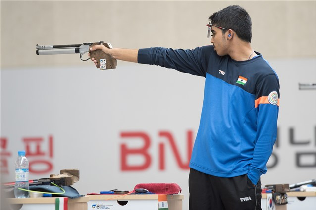 India's newly established 16-year-old Asian Games champion Chaudhary Saurabh broke his own world record in winning the 10m Air Pistol Men junior event with 245.5 points ©ISSF