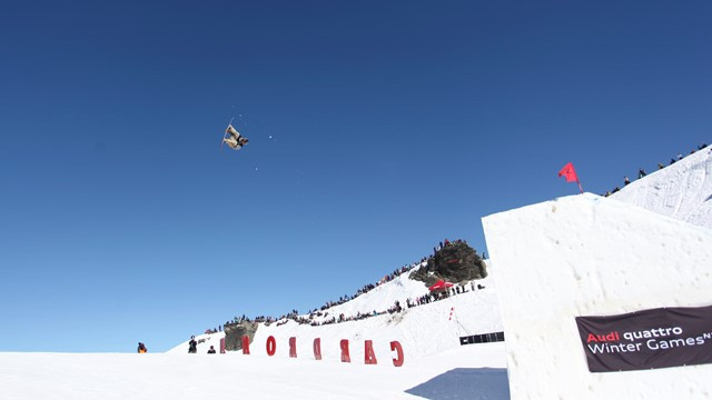 Defending overall Snowboard Big Air World Cup champion Chris Corning opened the new season with victory as he triumphed in Cardrona ©FIS