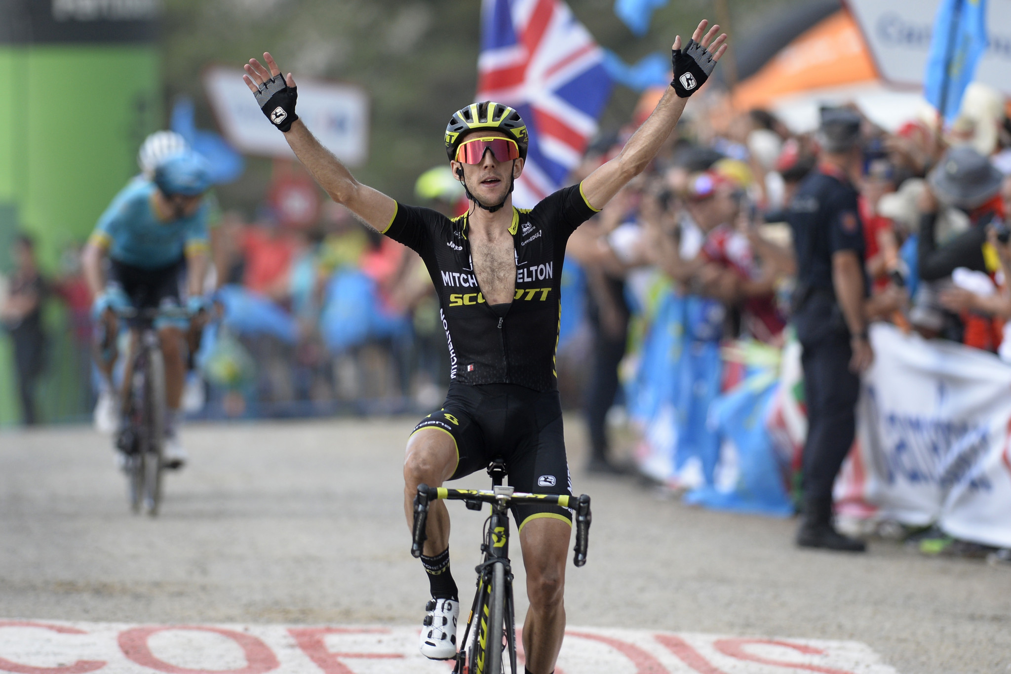 Yates assumes Vuelta a España race lead by winning stage 14