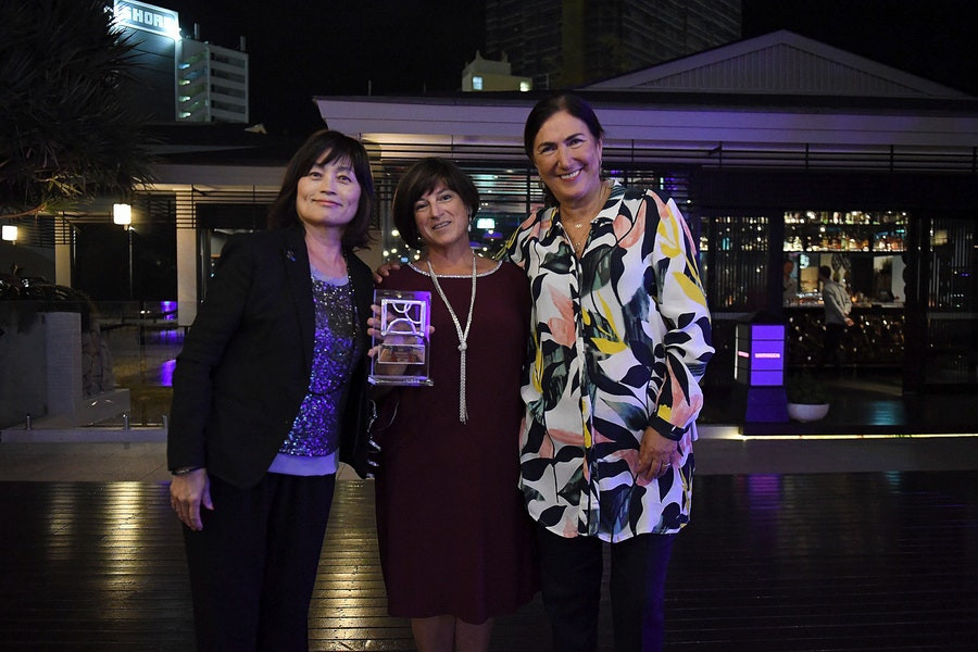 Roden receives ITU Women's Committee award for inspiring young girls to take up triathlon