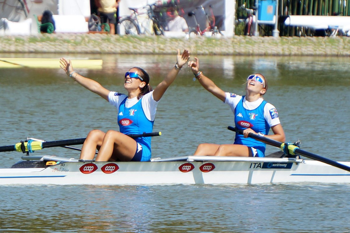 Sisters Serena and Giorgia Lo Bue from Italy won the lightweight women's pair ©World Rowing