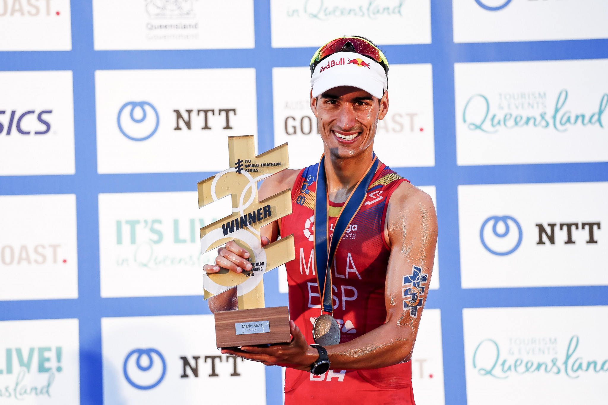Mola equals world triathlon hat-trick of compatriot Gomez as Luis wins ITU Grand Final