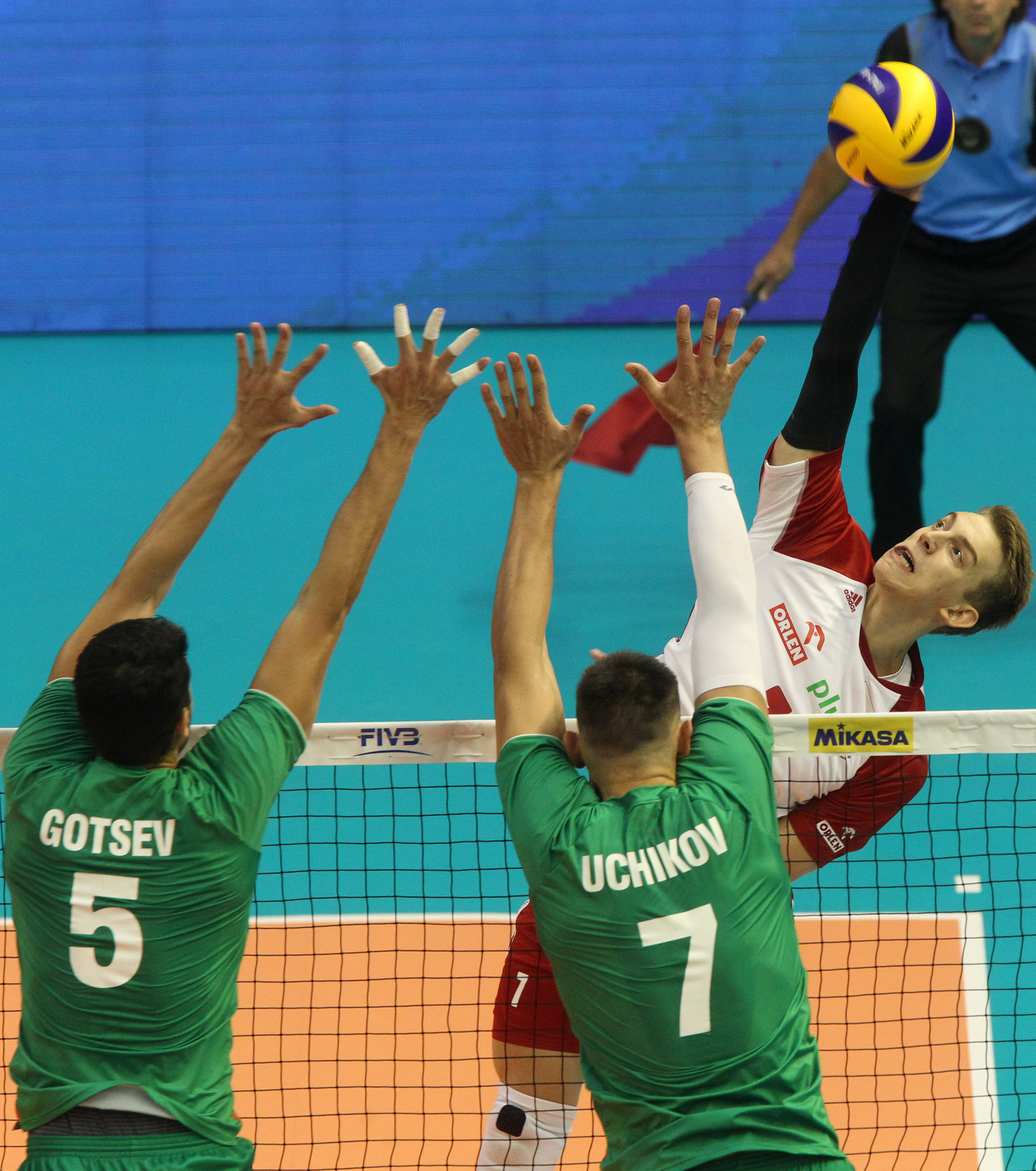 World champions Poland defeated hosts Bulgaria and remain unbeaten ©FIVB