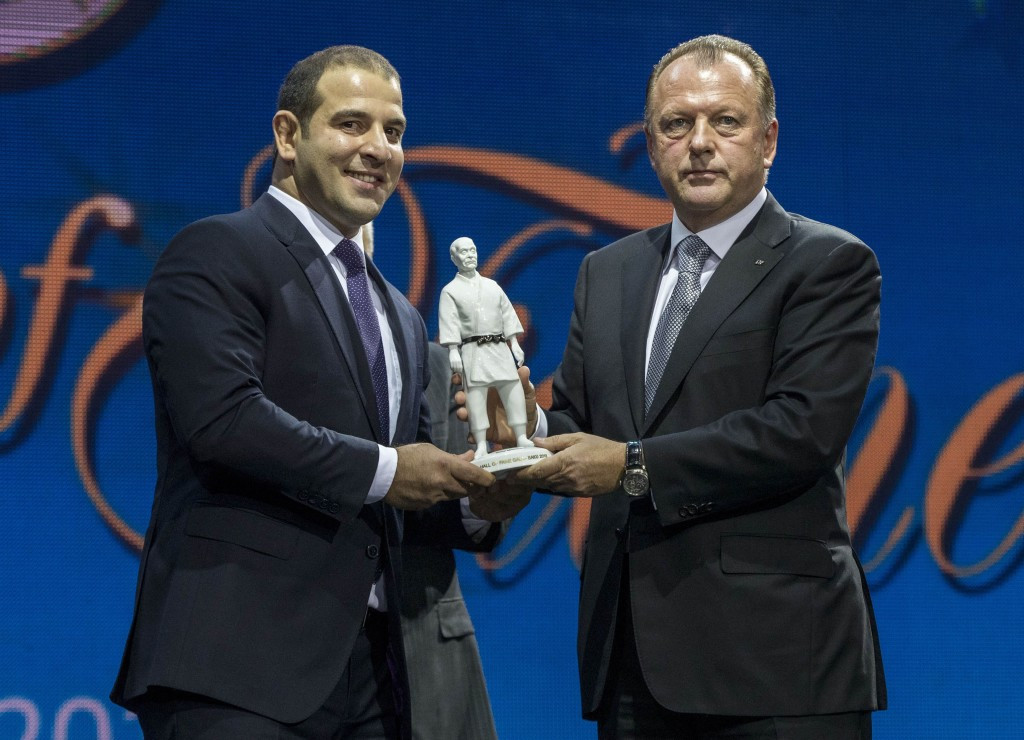 Azerbaijan's Elnur Mammadli, pictured here with IJF President Marius Vizer, was among the inductees into the Hall of Fame ©IJF