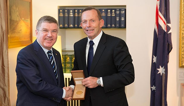Thomas Bach praised Sydney 2000 and encouraged another Australian Olympic bid when meeting Prime Minister Tony Abbott today ©IOC/Ian Jones