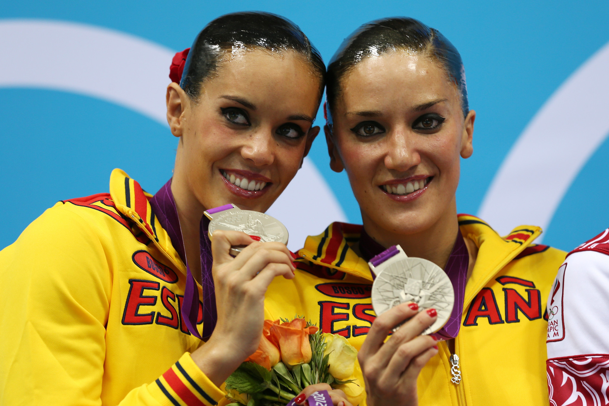 Andrea Fuentes of Spain, left, pictured with sister Tina, who tragically died last month ©Getty Images