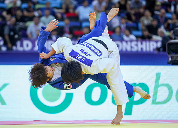 Uta Abe scores an ippon in the gold medal match against defending champion Ai Shishime ©IJF