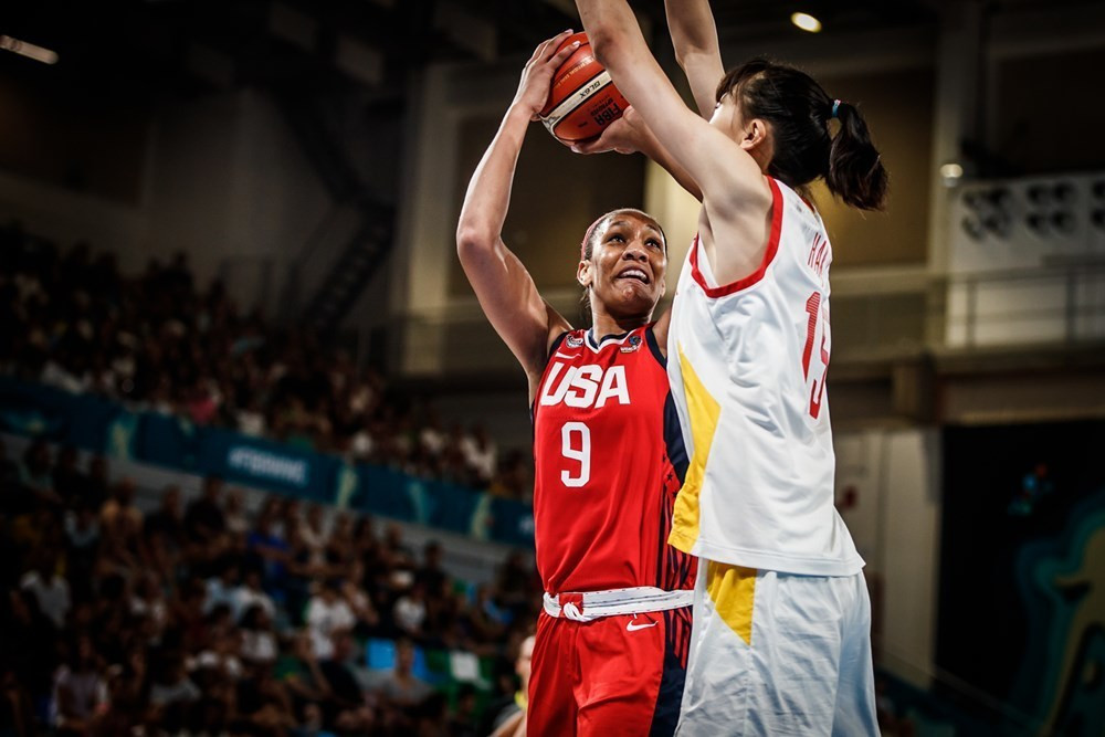United States earned a quarter-final spot with their second group stage win ©FIBA
