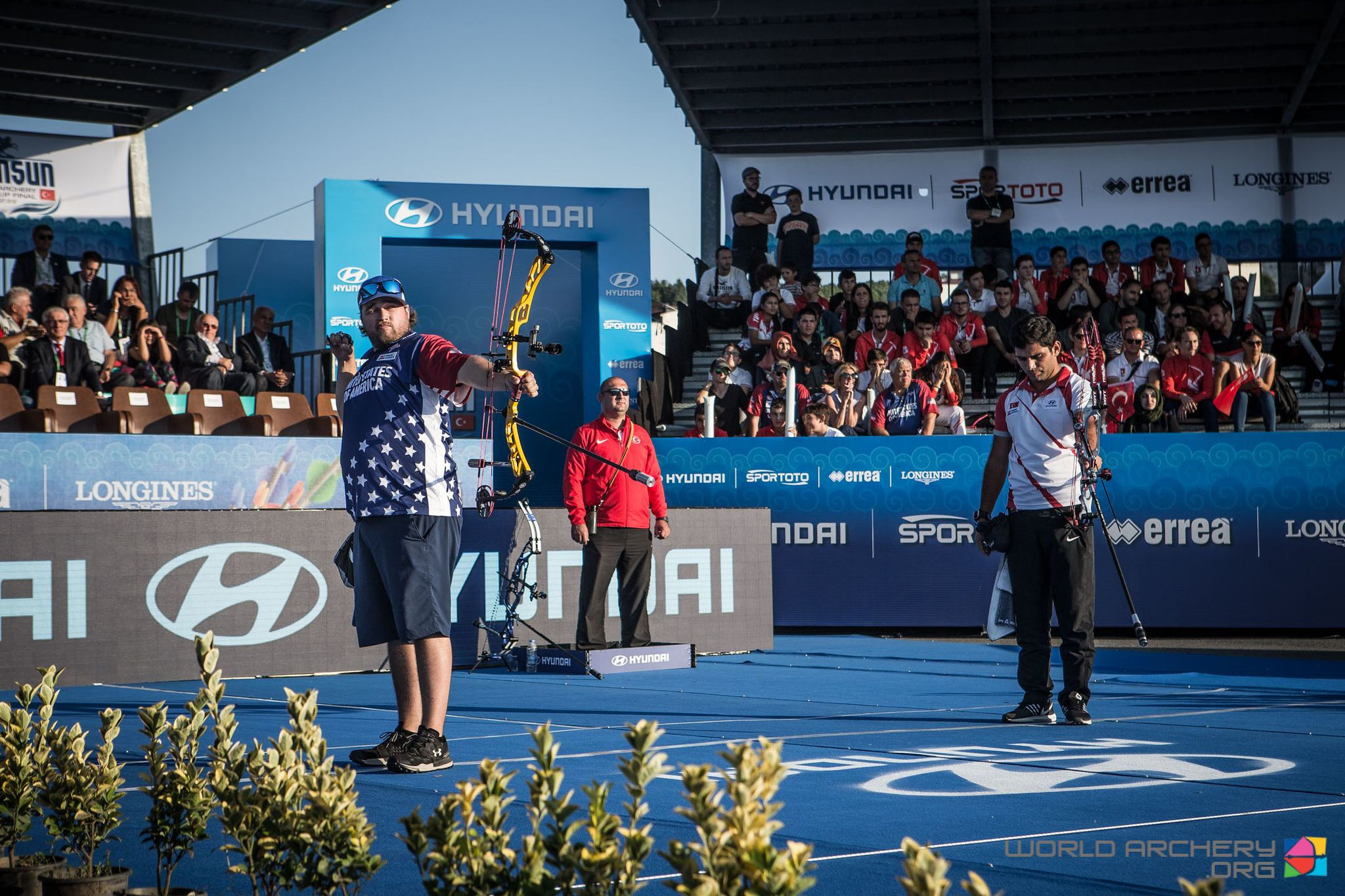 Kris Schaff of the United States beat home archer Demir Elmaagacli to gold in the men's compound at the Archery World Cup final in Samsun, Turkey ©World Archery