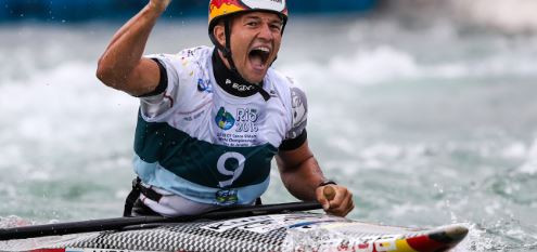 Germany's Franz Anton won the men's C1 world title in Rio and dedicated his victory to the German coach Stefan Henze who died in a car accident at the Rio 2016 Games ©ICF