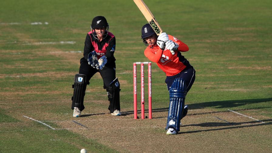 Sarah Taylor's performances this year have earned her The Guardian's women's cricketer of the year award ©ECB