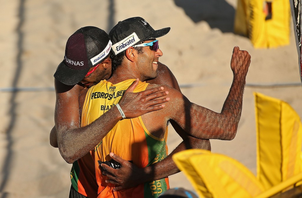 Two Brazilian teams among four unbeaten pairs at FIVB World Tour Finals