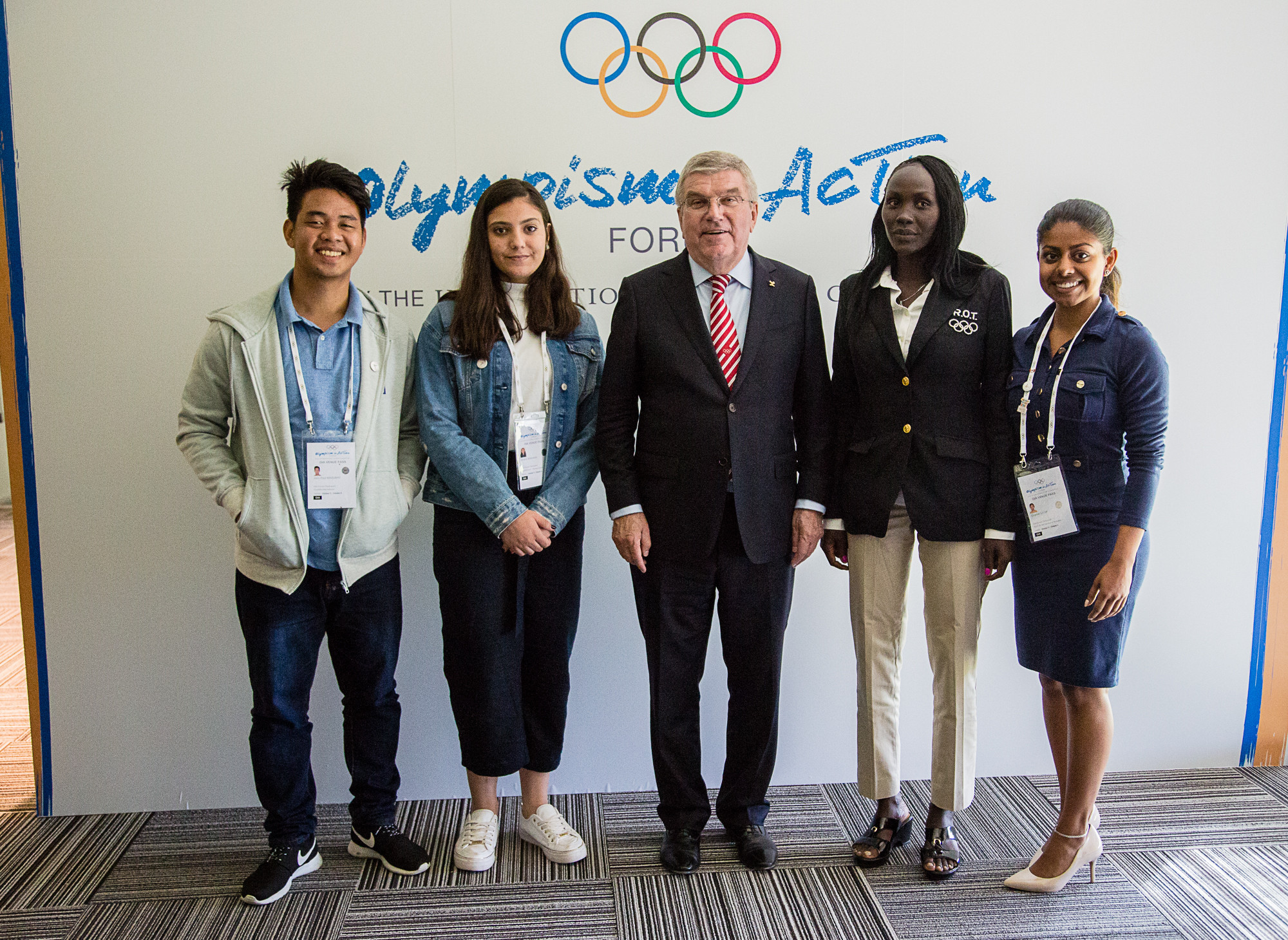 Bach meets athletes involved in Sport at the Service of Humanity's Young Leaders Mentoring Program