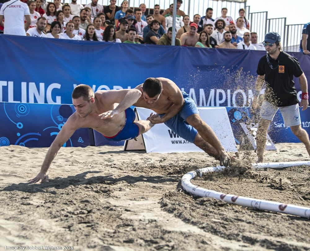 Defending champions progress in qualification rounds of UWW Beach World Championship