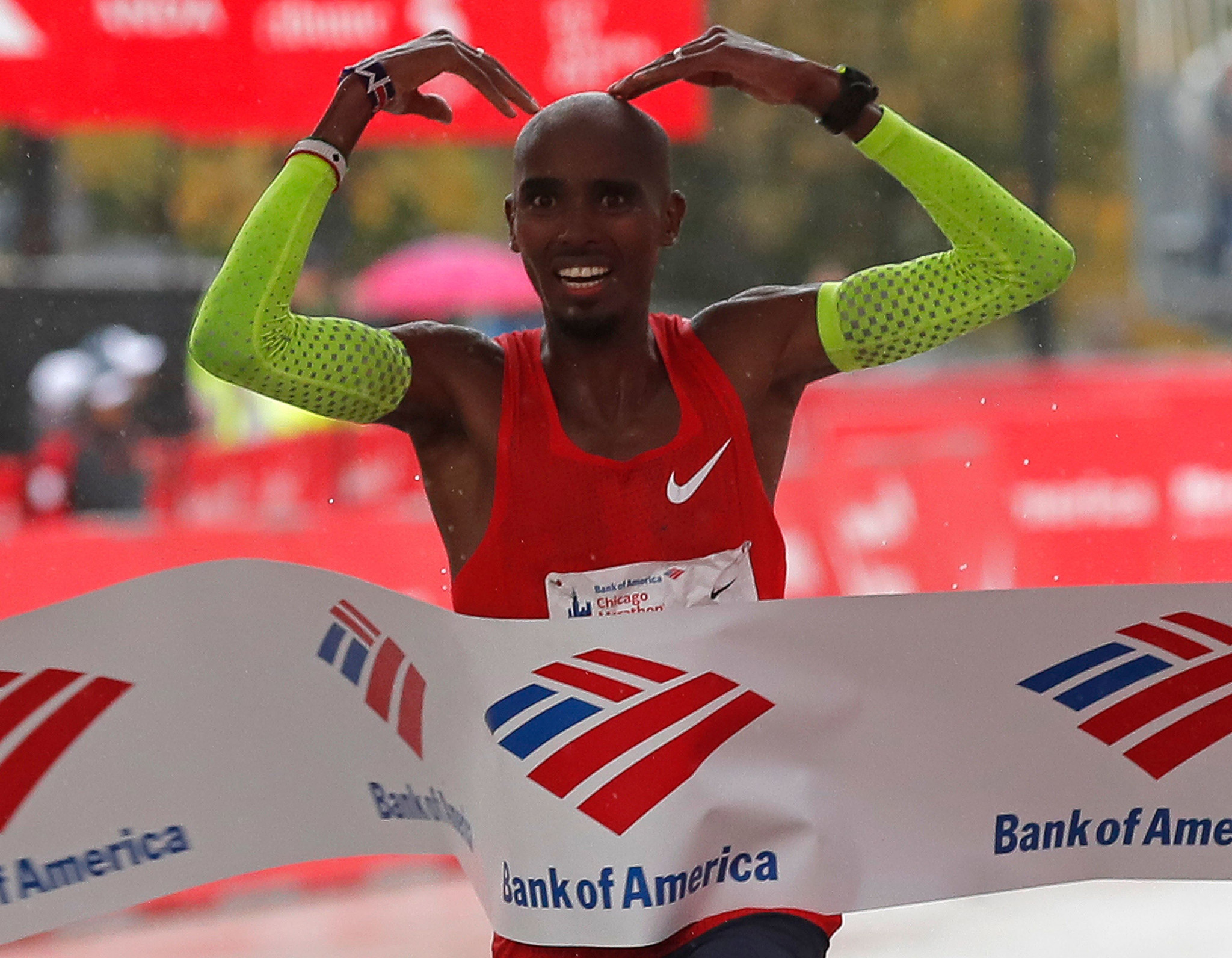 Sir Mo Farah sets European record as wins Chicago Marathon