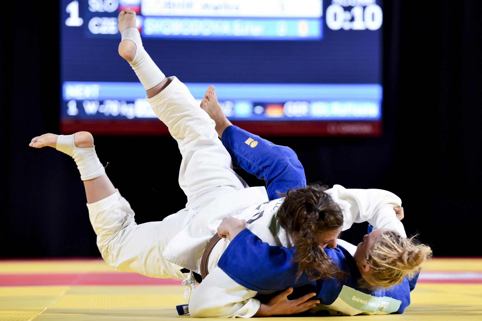 Russia continue dominant start as action continues at ...