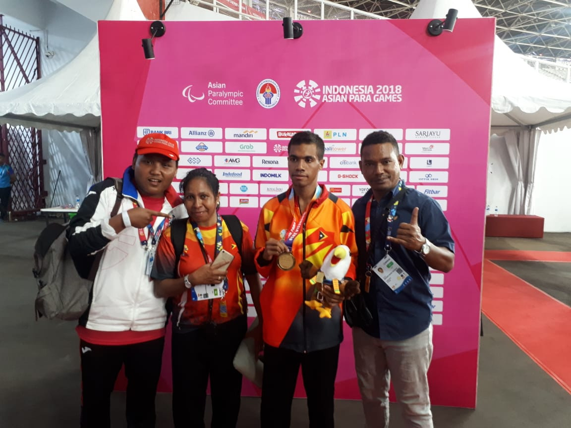 Freitas Teofilo, centre right, won his country's first medal of any kind at any multi-sport event today, winning gold in the T37 400m ©Asian Para Games