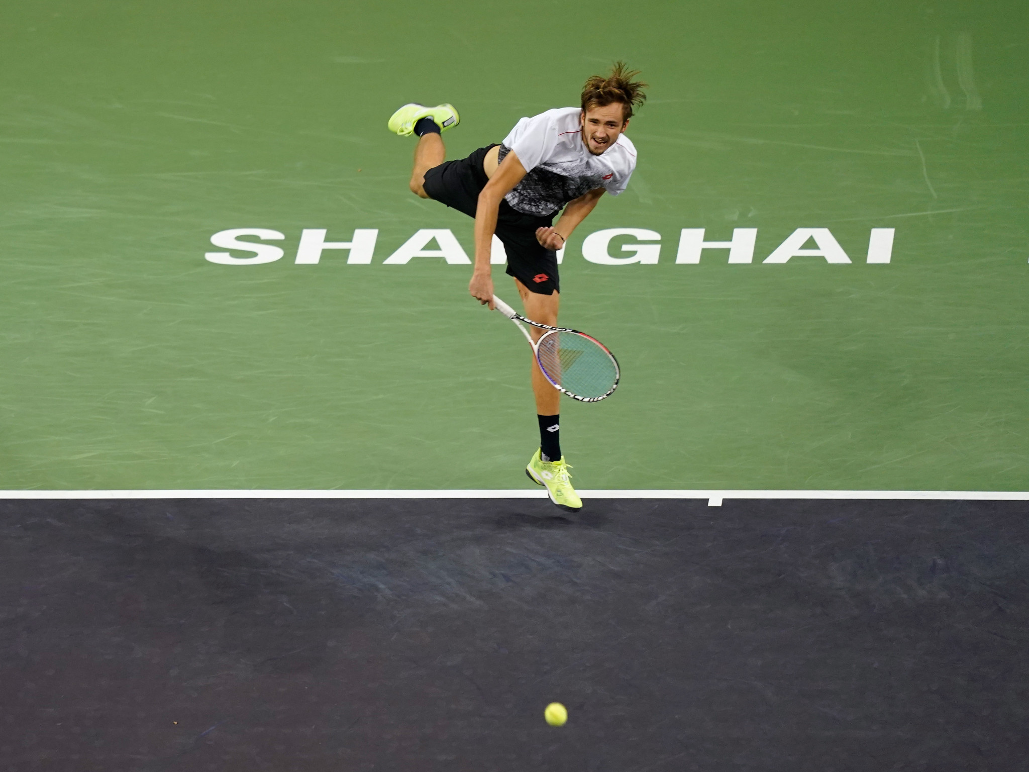 Federer and Anderson win opening matches of Shanghai Masters