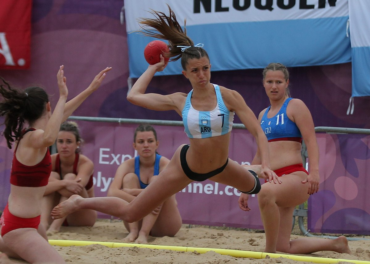 There was further success for Argentina in the women's beach handball as they overcame Hungary ©Buenos Aires 2018
