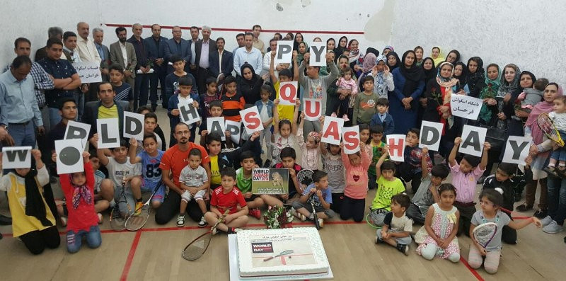 Event held at Eiffel Tour on World Squash Day to help sport's Olympic bid for Paris 2024
