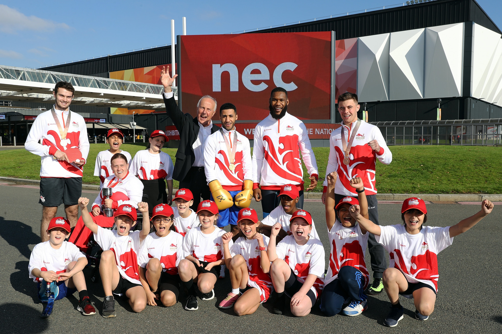 Birmingham 2022 chairman John Crabtree was joined at today's event by English Commonwealth Games medallists and pupils from Mapledene Primary School ©Birmingham 2022