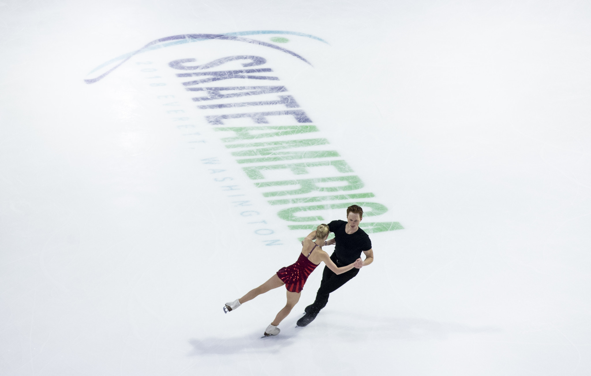 Evgenia Tarasova and Vladimir Morozov lead at the halfway stage of the pairs event ©Getty Images